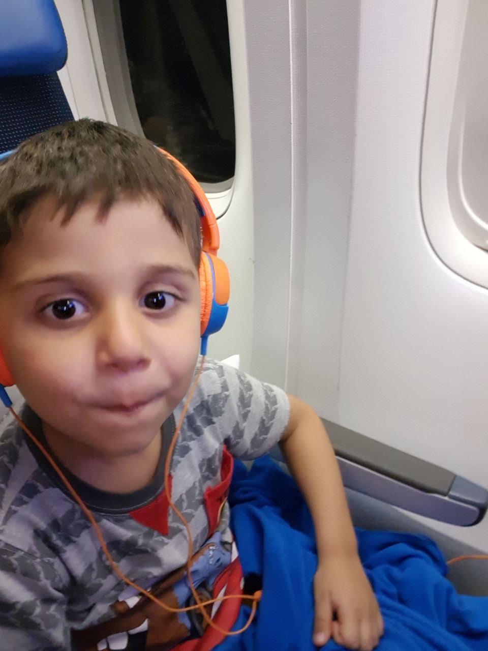 Como evitar entupir os ouvidos no avião